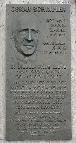 Gedenktafel für Oskar Schindler, Quelle: Wikimedia Commons, Fotograf: Nelson Correia