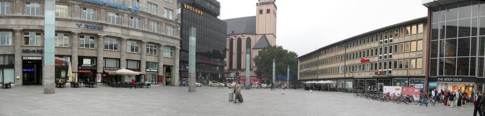 Der Kölner Domplatz am 13.09.2013 um halb Acht.