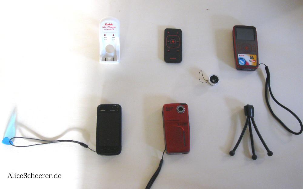 Zwei Kodak Zx1 Pocket-Camcorder, passende Fernbedienung und Fisheye ... und das Nokia 5800 XpressMusic.